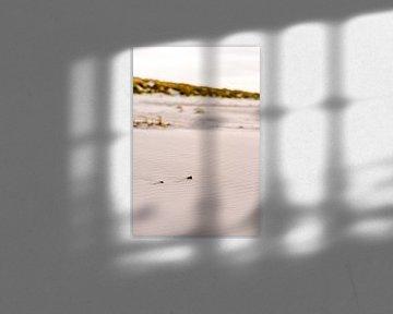 Zonsondergang op het strand van Midsland aan Zee, Terschelling. van Manon Galama