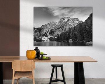 Pragser Wildsee schwarz-weiß von Sonny Vermeer