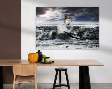 Ein perfekter Absprung für einen Surfer von Stephan Zaun