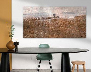 Droombeeld met water, riet en beelden van Andie Daleboudt