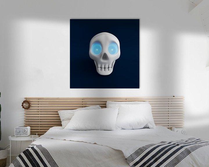 Sfeerimpressie: Grappige schedel met blauw schijnende ogen 2 van Jörg Hausmann