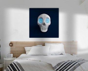Grappige schedel met blauw schijnende ogen 2 van Jörg Hausmann