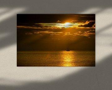 Ein Segelboot am Horizont