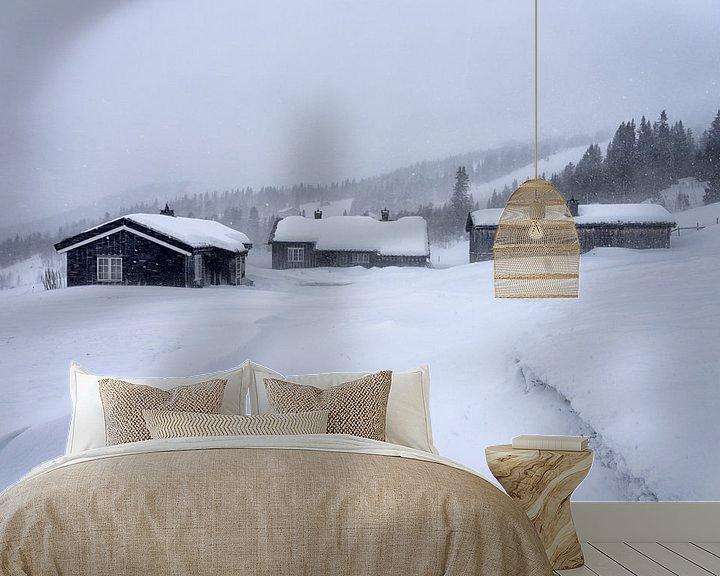 Sfeerimpressie behang: Hutten in sneeuwval van Angelika Stern