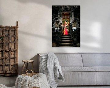 Bali Tempel eingang mit Tänzerin von Fotos by Jan Wehnert