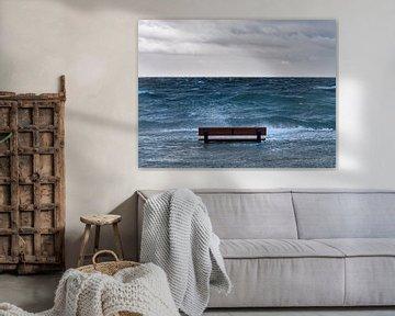 Hoogwater, ruige zee. van suuspixs