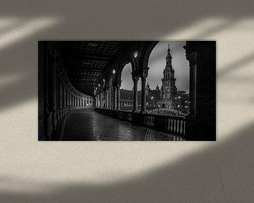 Zwart-Wit: Esplanade met zicht op de Toren van de Plaza Espana in Sevilla von Rene Siebring