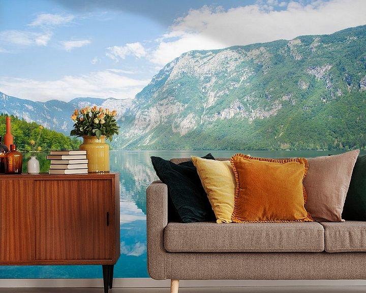 Sfeerimpressie behang: Het meer van Bohinj in Slovenie van Lifelicious
