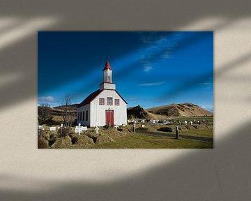 Kerkje in het IJslandse landschap van Lifelicious