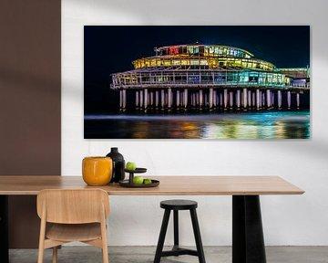 Pier van Scheveningen in een kleurrijk avondopname van MICHEL WETTSTEIN