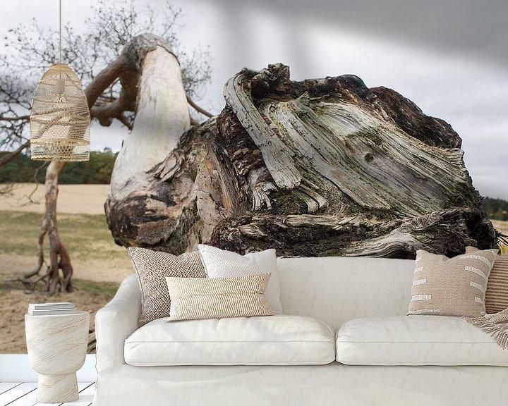 Sfeerimpressie behang: Boomstronk in perspectief van Marion Moerland