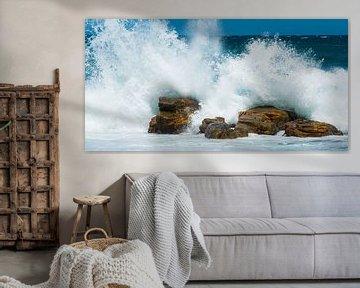 Hoge golven beuken op de rotsen van Filip Staes