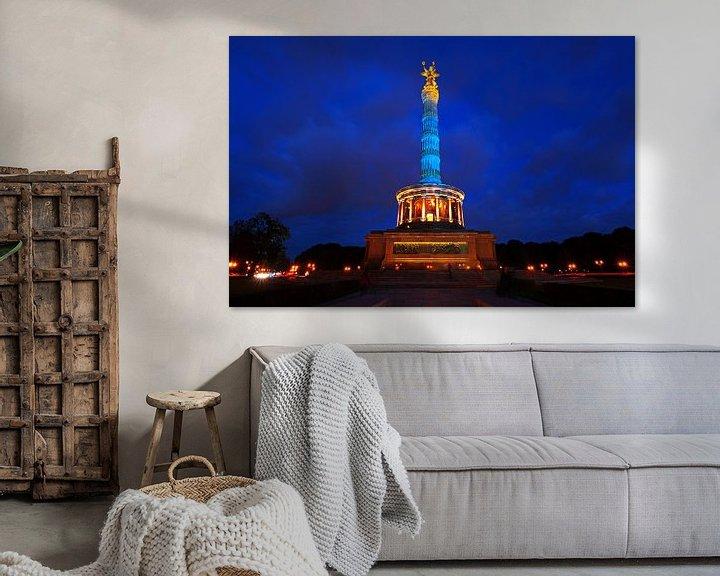 Impression: La colonne de la victoire à Berlin en lumière bleue sur Frank Herrmann