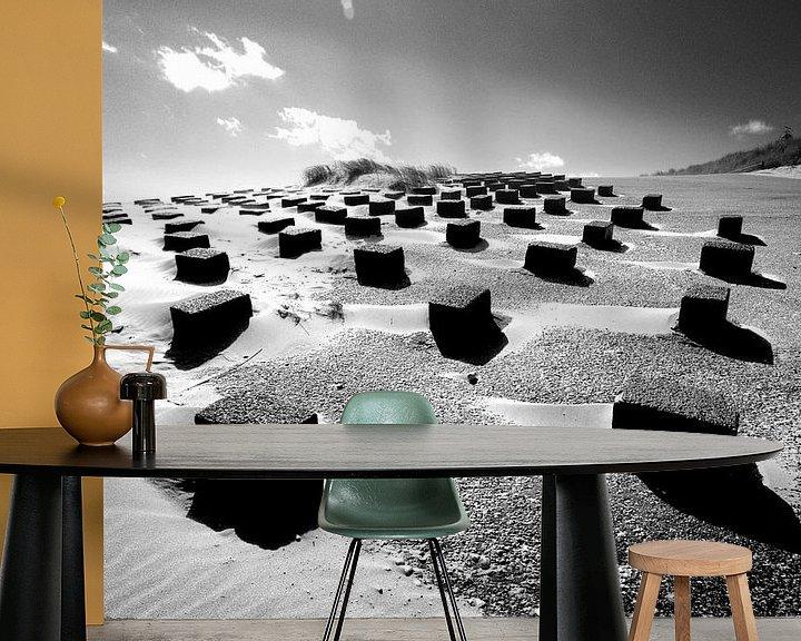 Sfeerimpressie behang: Duinlandschap met zeewering (zwart-wit) van Rob Blok