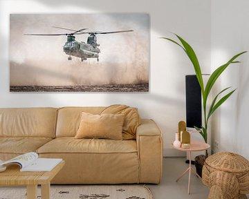 Chinook boven zandvlakte van Dennis Janssen
