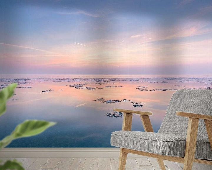 Sfeerimpressie behang: Zonsondergang met waterige zon van Bert Nijholt