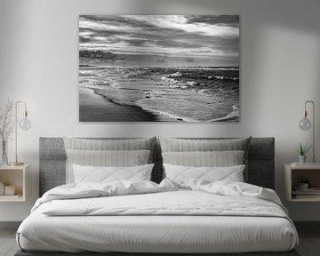Schwarz-Weiß-Bild der Nordseeküste von Linsey Aandewiel-Marijnen