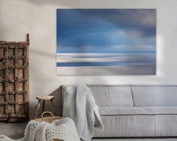 Dreigende lucht boven de Waddenzee van Anja Brouwer Fotografie