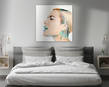 Abstraktes Porträt von Halsey Modern in Rosa, Violett, Blau von Art By Dominic