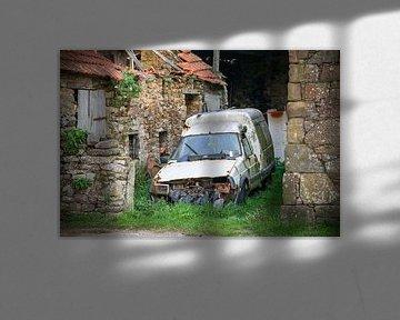 Photo Urbex d'une voiture rouillée, dans une grange abandonnée sur Patrick Verhoef