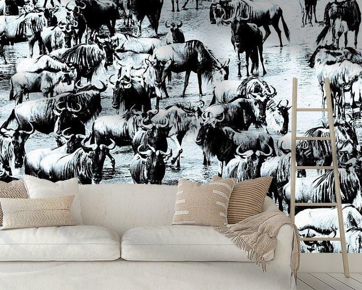 Sfeerimpressie behang: De grote trek - wildebeest van Sharing Wildlife