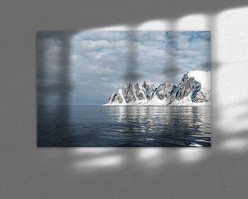 La lumière du soleil sur la chaîne de montagnes Okshornan, sur l'île de Senja, dans le nord de la No sur Sjoerd van der Wal