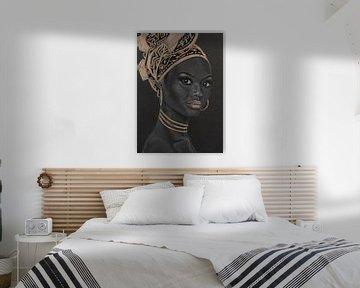 Femme africaine, beau dessin au pastel en noir, blanc et or sur Bianca ter Riet
