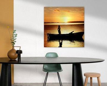 Frau im Boot bei Sonnenuntergang (Frau im Boot) von Cor Heijnen