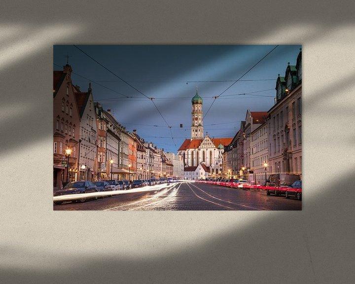 Sfeerimpressie: Maximilianstrasse in Augsburg met straatverlichting van Emile Kaihatu