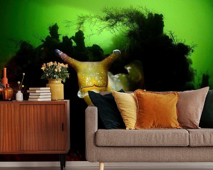 Sfeerimpressie behang: Groene wierslak in het Grevelingenmeer van Filip Staes