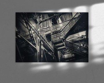 Treppen Labyrinth im Stahlmantel der Zeche in Duisburg von Jakob Baranowski - Off World Jack