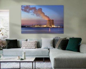 River en de dijk met kernreactor Doel bij zonsondergang van Tony Vingerhoets