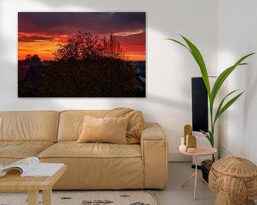 November zonsondergang, de lucht kleurt oranje van JM de Jong-Jansen
