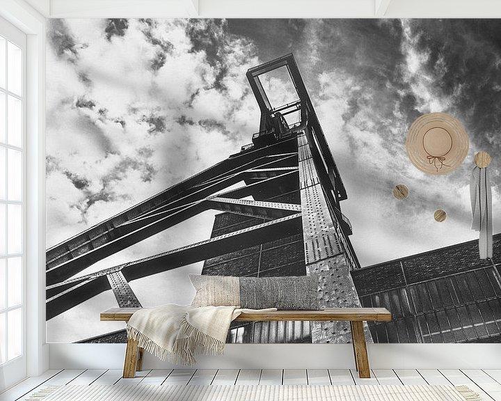 Sfeerimpressie behang: Schachttoren bij de Zollverein-mijn onder een dramatische hemel van Off World Jack