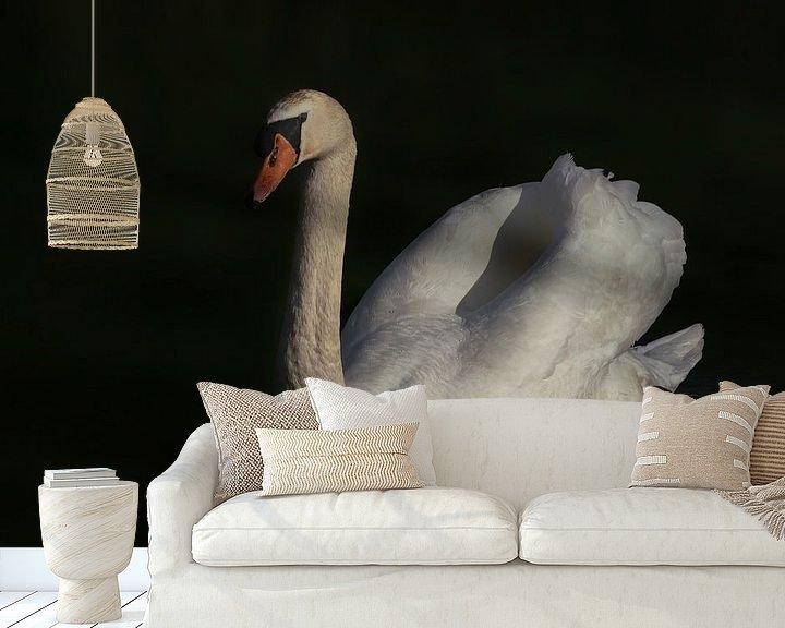 Sfeerimpressie behang: Witte wilde zwaan low key van Albert Beukhof