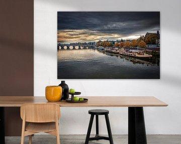 Zicht over Maas en Sint Servaasbrug van Aron Nijs