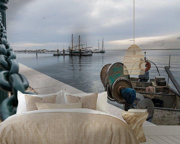 Sfeerimpressie behang: Vissersboot in Olhão, Portugal van Siemon Vanderhulst