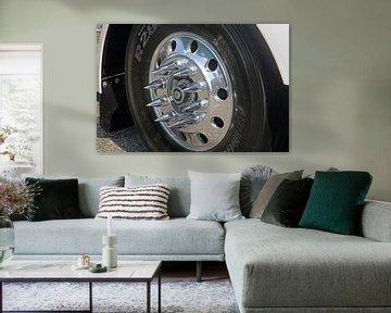 Amerikanischer Lastwagen - Nahaufnahme des Rades von Ramon Berk