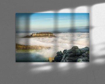 La forteresse de Königstein dans une mer de brouillard sur Michael Valjak