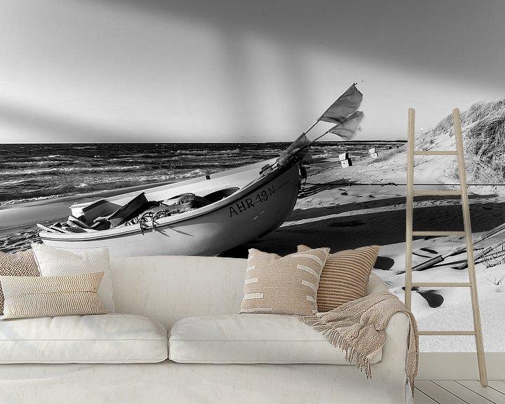 Beispiel fototapete: Einsames Boot am Strand (schwarzweiß). von Sascha Kilmer