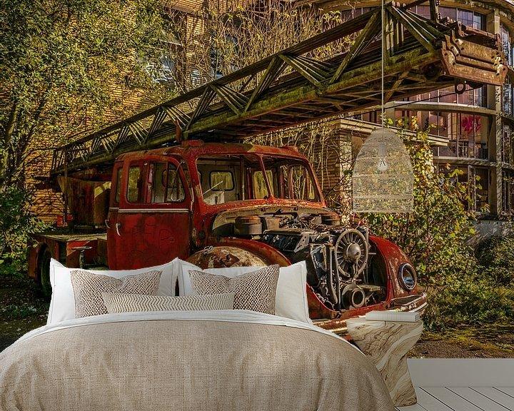 Beispiel fototapete: Alter abgelaufener Feuerwehrauto von Art By Dominic