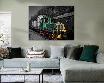 Abgelaufene Zuglokomotive in Farbe und Schwarzweiß von Art By Dominic