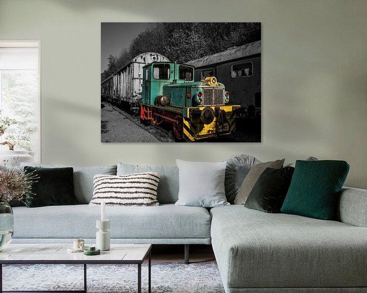 Beispiel: Abgelaufene Zuglokomotive in Farbe und Schwarzweiß von Art By Dominic