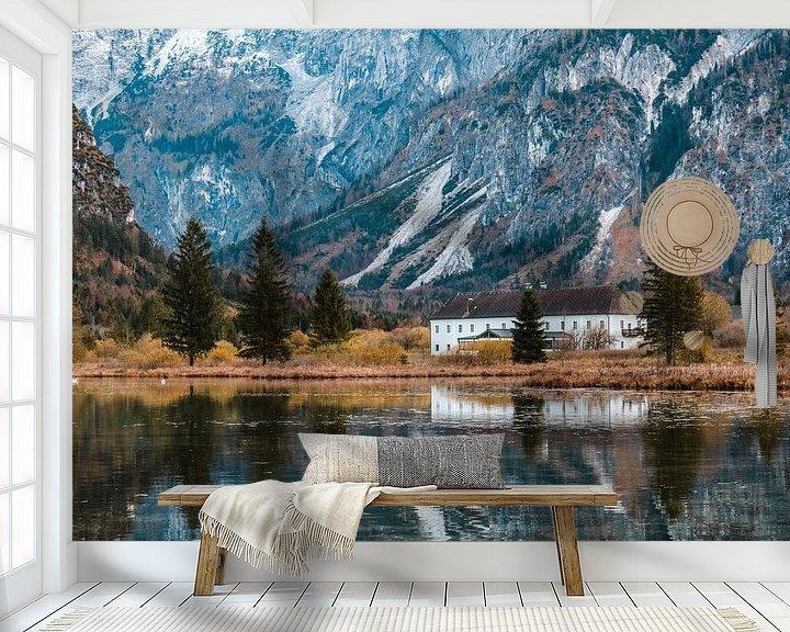 Sfeerimpressie behang: Huis in een berglandschap van Saranda Hofstra