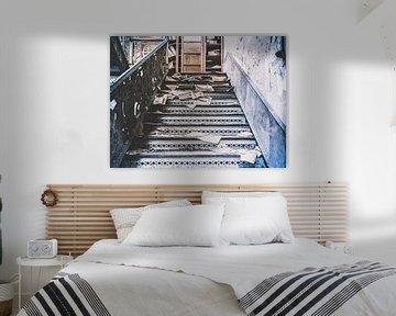 Treppenhaus zu einem Archivschrank von Art By Dominic