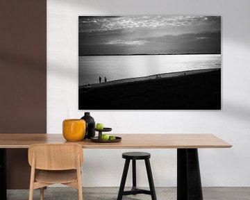 Zeeuws Strand in Zwart Wit van Guido Coppis