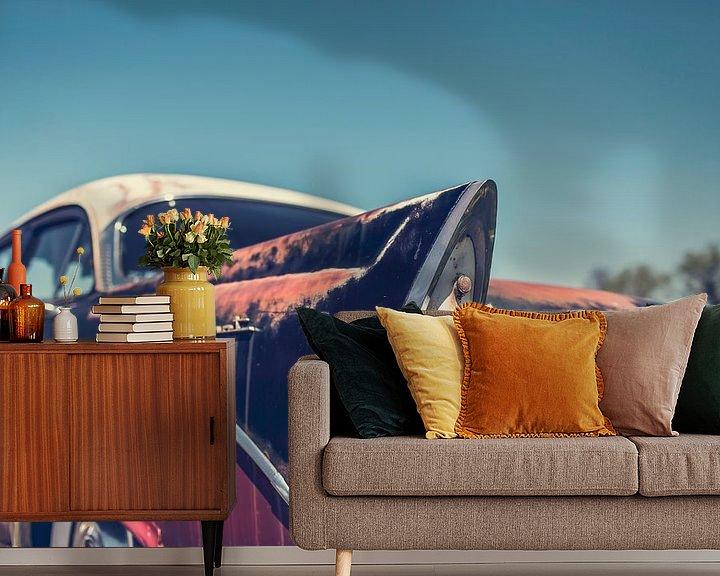 Sfeerimpressie behang: Achterkant van een Dodge Coronet Oldtimer Auto van Art By Dominic