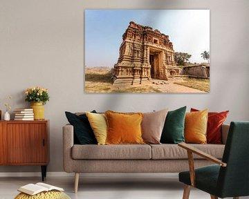 Großes altes Tor in Hampi, einer alten verlassenen Stadt in Karnataka, Indien. von WorldWidePhotoWeb