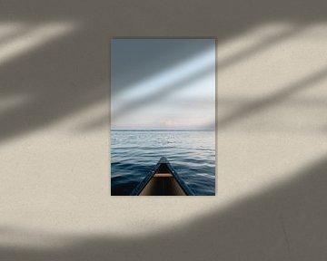 Sereen beeld met kano die uitkijkt over Lake Pontchartrain van Moniek Kuipers