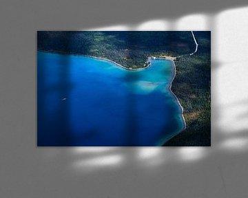 Eenzame boot op een meer van Nathan Marcusse